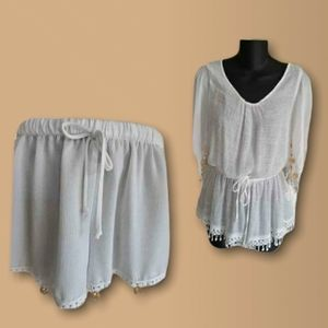 Sm/med blouse with shorts
